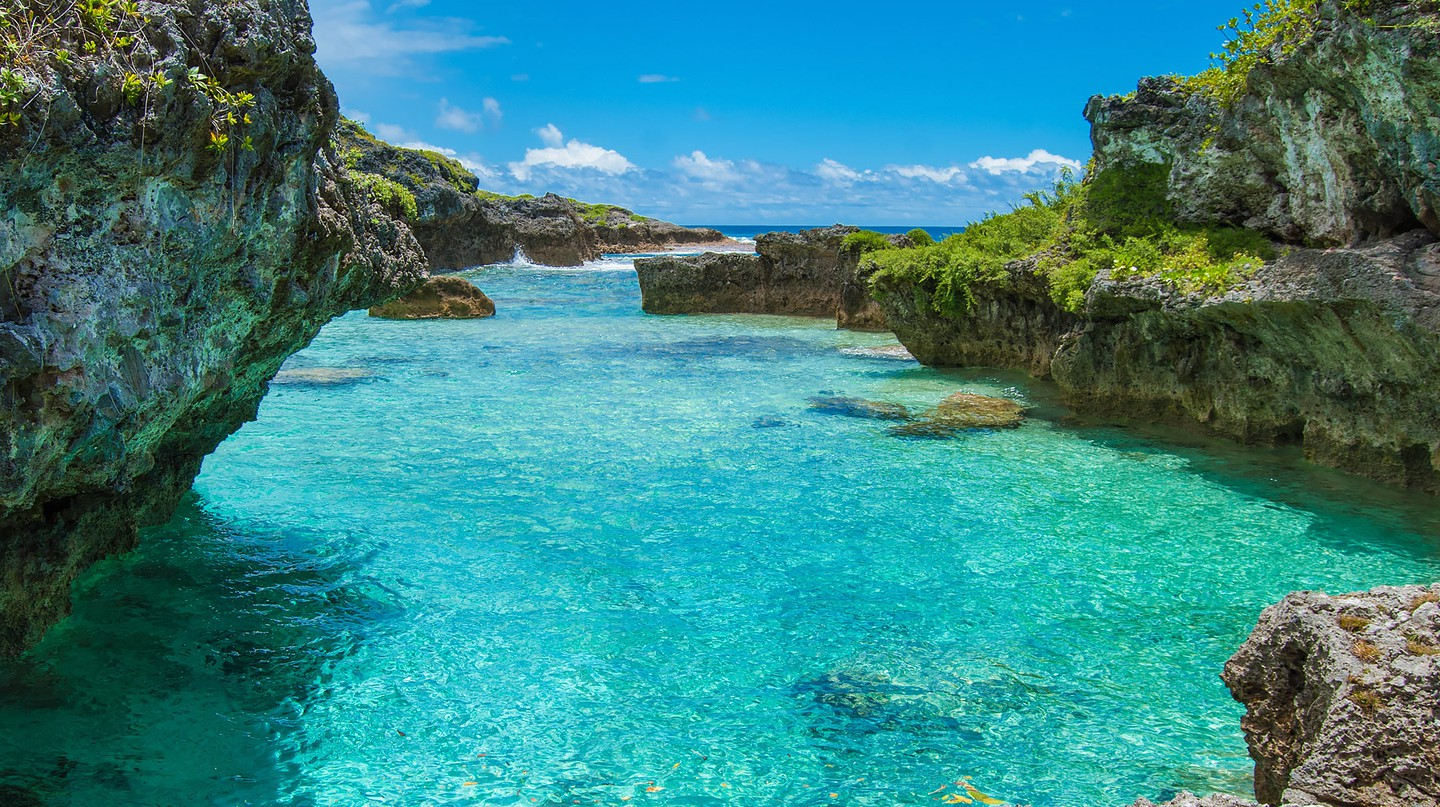 The Limu Pools, a favourite swimming and snorkelling spot in Niue | © Juliette Sivertsen