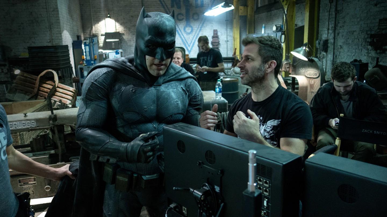 Ben Affleck and Zack Snyder on the set of 'Batman vs Superman' | © Warner Bros