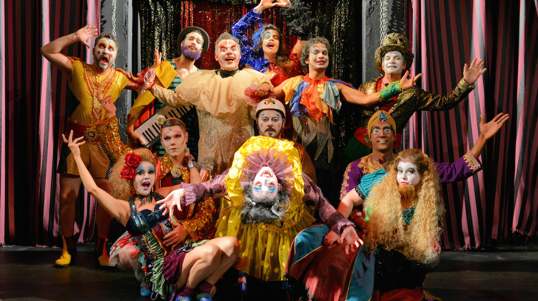 Satyros theatre troupe SP © Andre Stefano