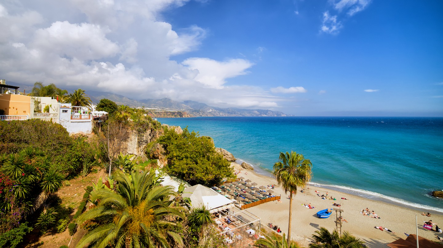 Calahonda Beach in resort town of Nerja, Costa del Sol | © Artur Bogacki/Shutterstock