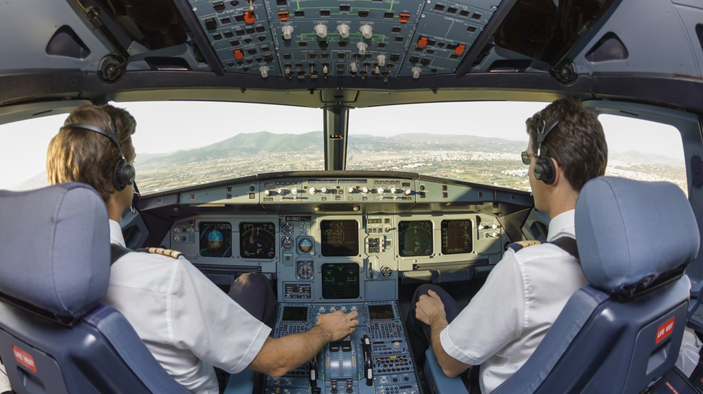 Pilots in cockpit © Angelo Giampiccolo/Shutterstock