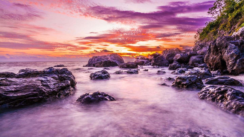 Sunset on the Mamanuca Islands, Fiji | ©bondjb / Shutterstock