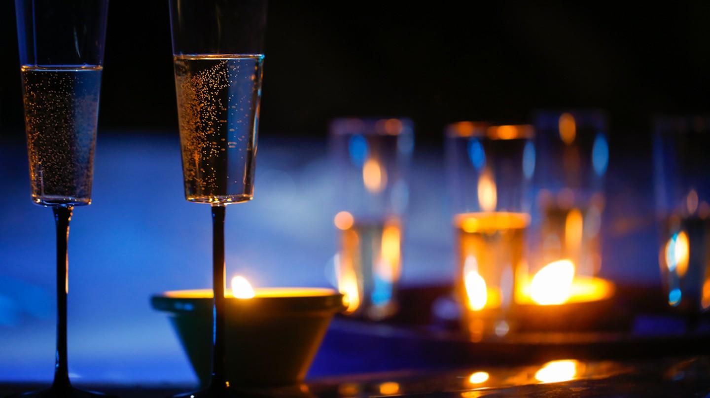 Candlelit dinner | © zlikovec / Shutterstock