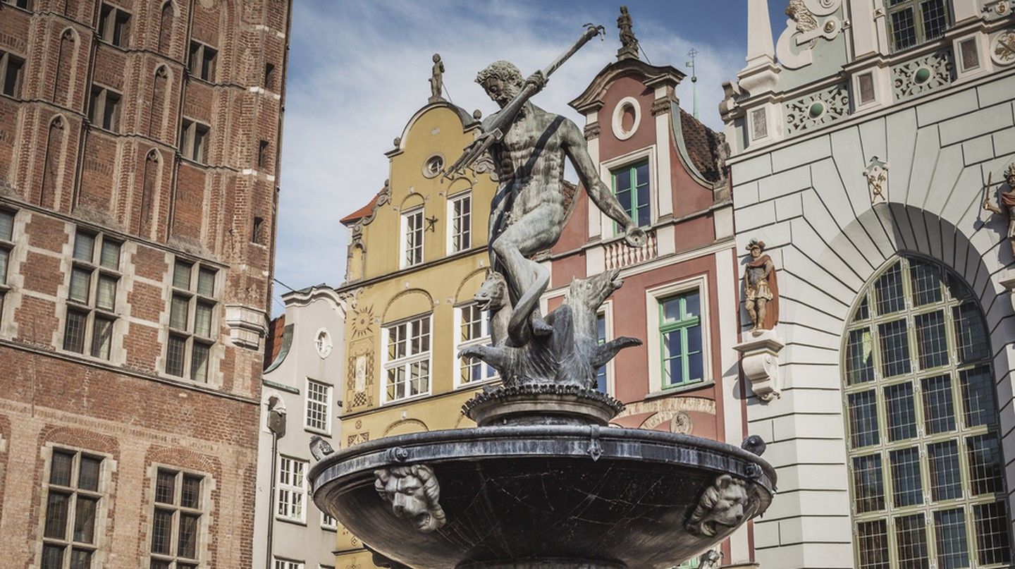Fountain of Neptune in the Old Town of Gdańsk | © Curioso / Shutterstock