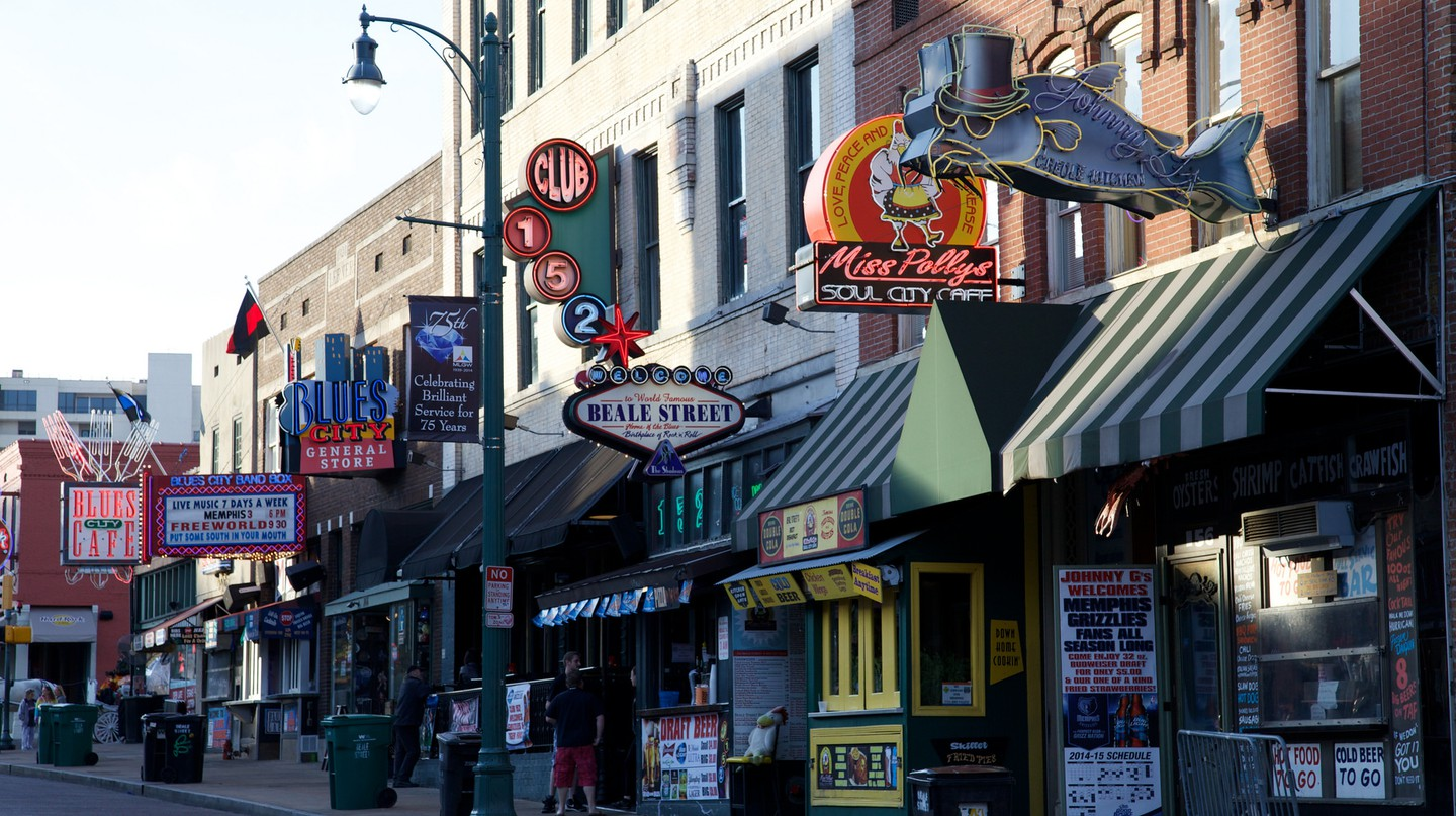 Beale street in Memphis / (c) David Brossard / FLickr