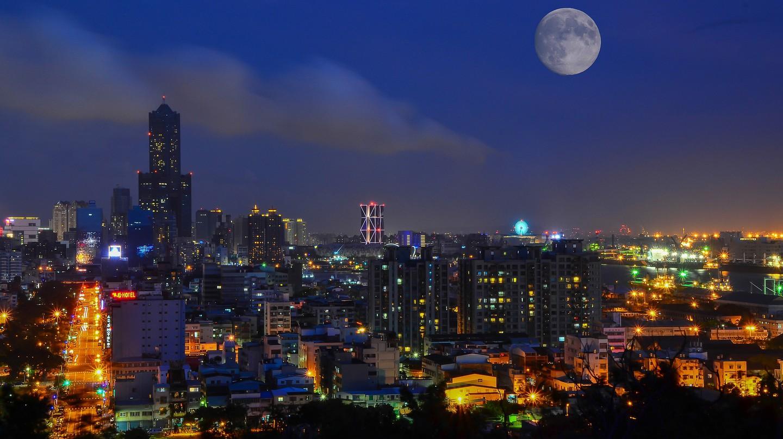 Full Moon over Kaohsiung | © tingyaoh / Pixabay