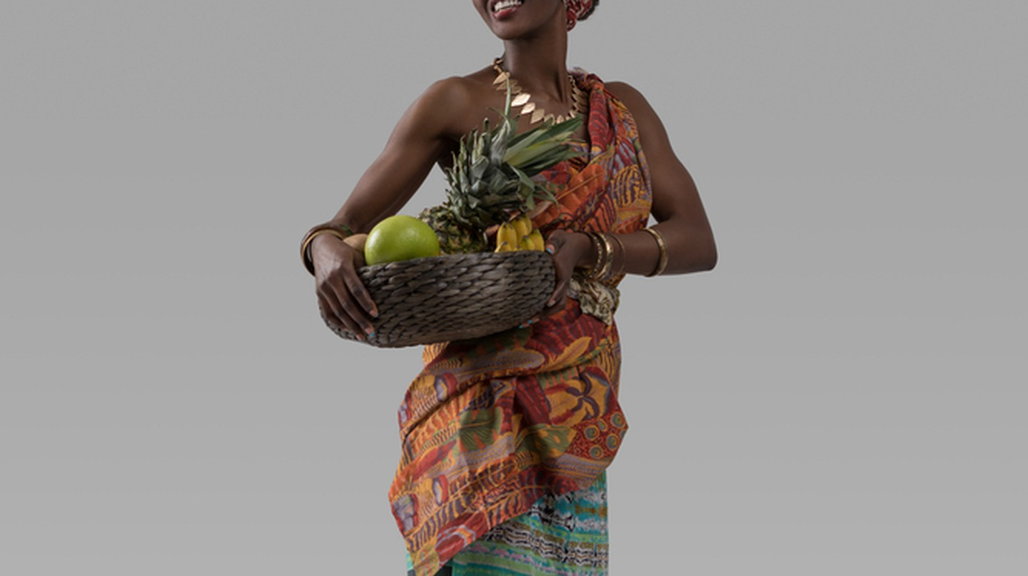 Traditional attire for women with a side wrap | © Milles Studio / Shutterstock