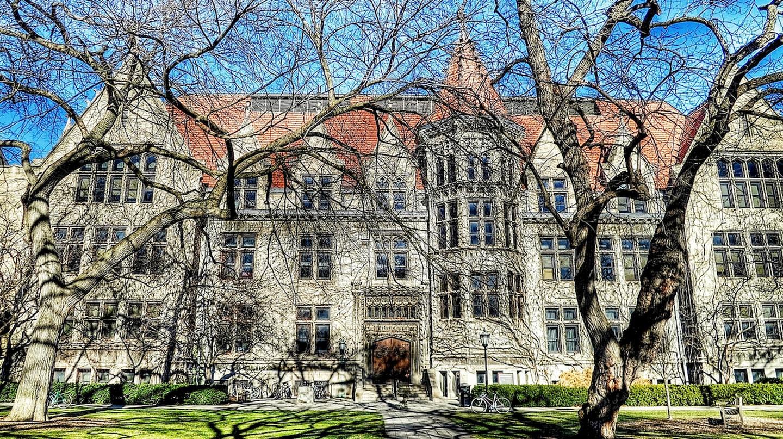 "<a href=""https://www.flickr.com/photos/olegshpyrko/8377225236/"" target=""_blank"">University of Chicago |©Oleg. / Flickr</a>"