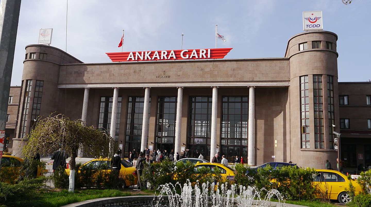 Ankara Train Station |© Fah112778 / Wikimedia Commons