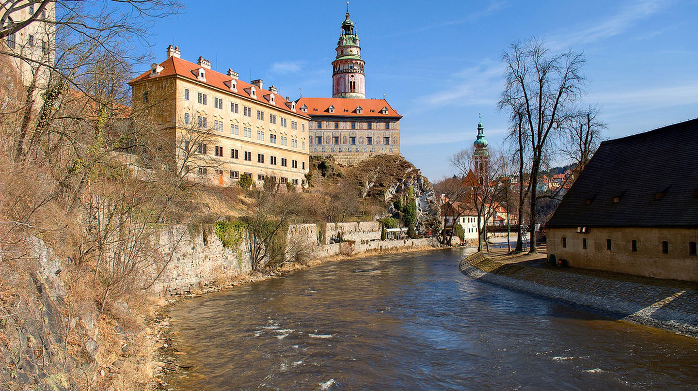 Castle on the Vltava River  | ©Mihael Grmek    / Wikimedia Commons