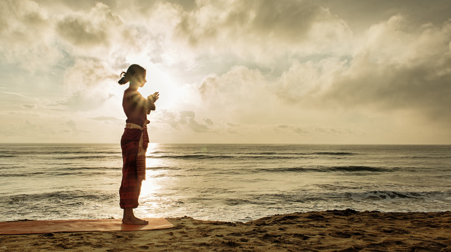 Morning yoga on the beach | © Surya Namaskar / Flickr