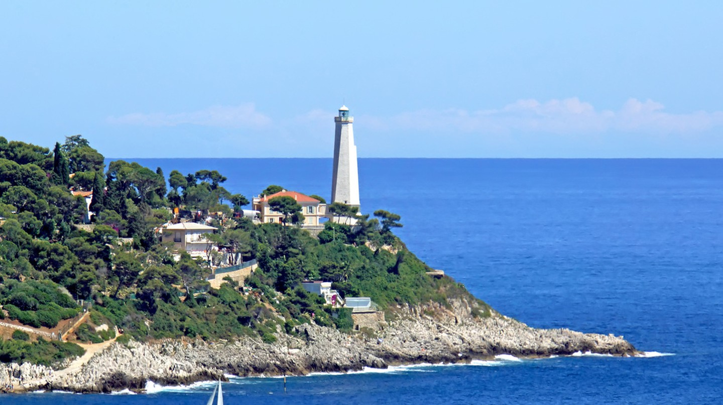 The Cap Camarat lighthouse in St Tropez has a wonderful history and offers amazing views over the sea | © Dennis Jarvis/Flickr