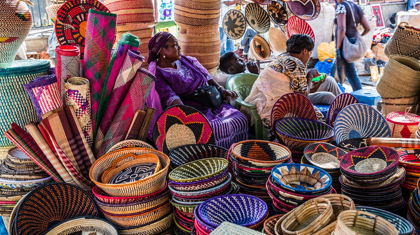 Shopping in a Nairobi Masai Market | © Ninara / Flickr