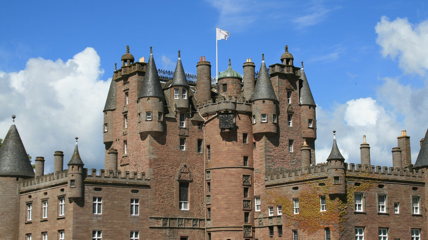 Glamis Castle | Glen Bowman/Flickr