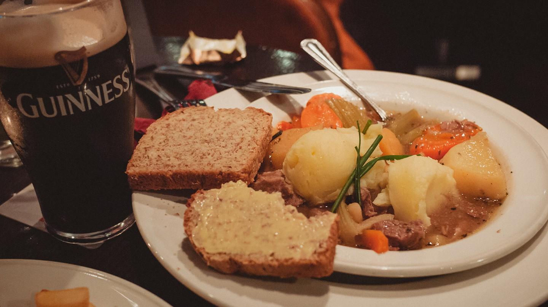 Irish Stew and Guinness   © daspunkt / Flickr