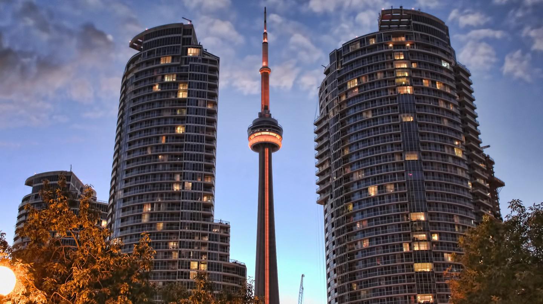 Toronto's CN Tower | © Umair Khan / Flickr