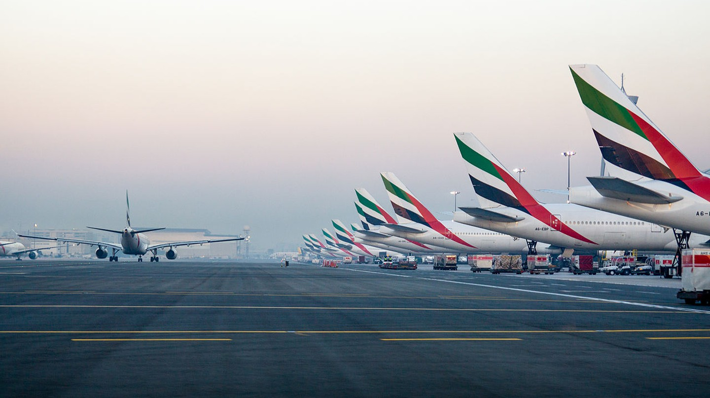 Emirates' tails at the Dubai International Airport | © Alex Polezhaev / Wikimedia