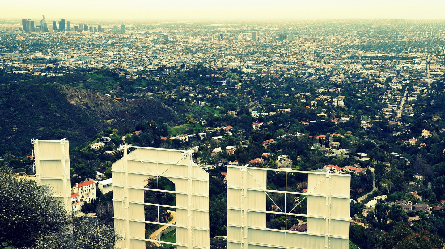Behind the Hollywood Sign|©James Gubera/Flickr