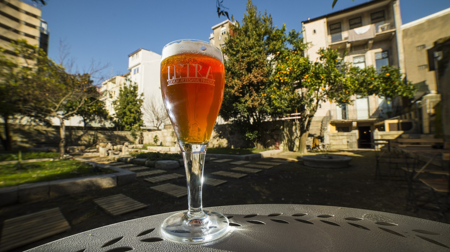 A glass of Letra beer © Courtesy of Cerveja Letra Brewery