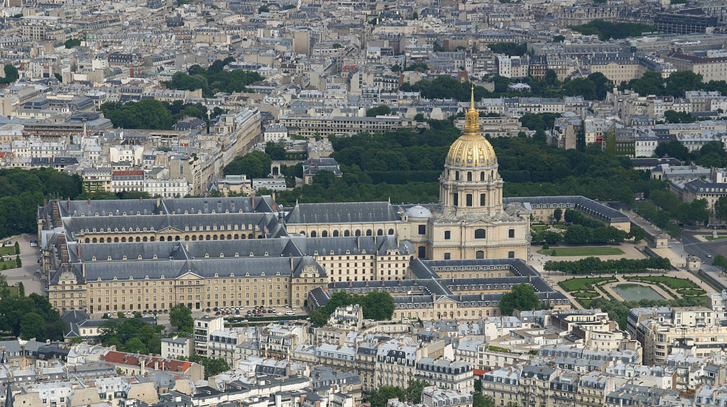 Les Invalides and the Faubourg Saint-Germain │© Tokle / Wikimedia Commons