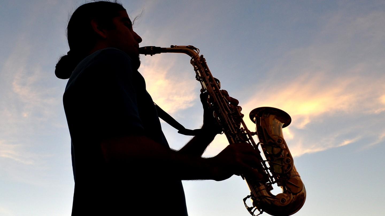Man playing saxophone | © Diego Lazo / Flickr