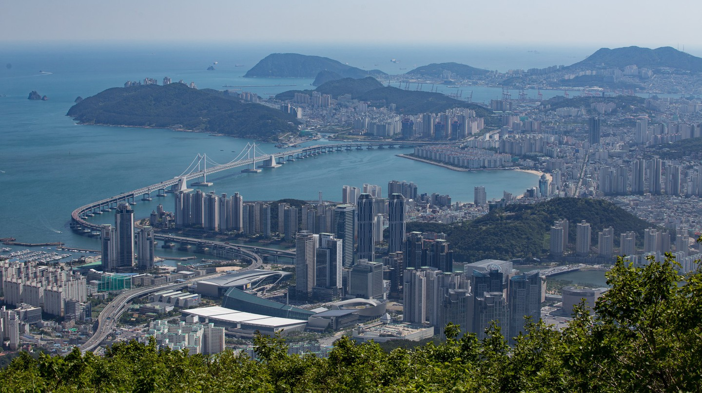 View of Busan from Jangsan Mountain | © Laurie Nevay / Flickr