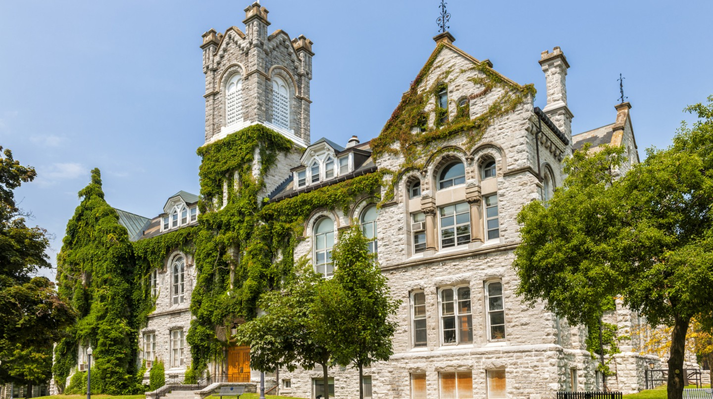 Theological Hall Building at Queen's University | © Elena Elisseeva / Shutterstock