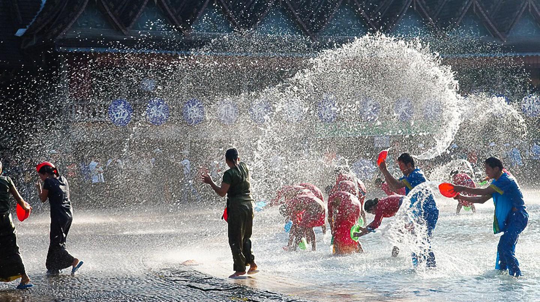 Water splashing |©三色人/Wikimedia Commons