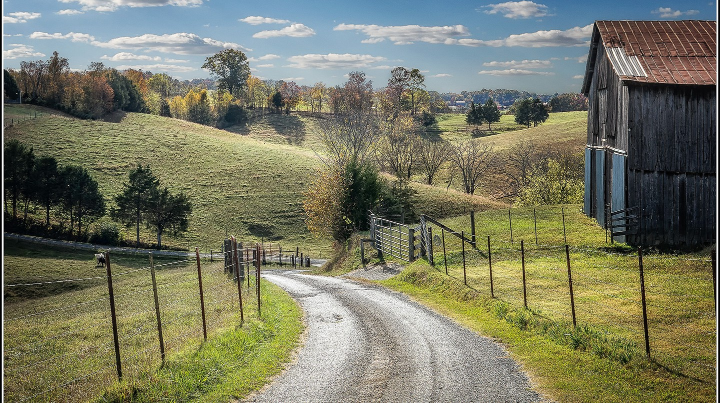 """<a href=""""https://www.flickr.com/photos/wrshow/32334170162/"""" target=""""_blank"""">Back road in Tennessee 