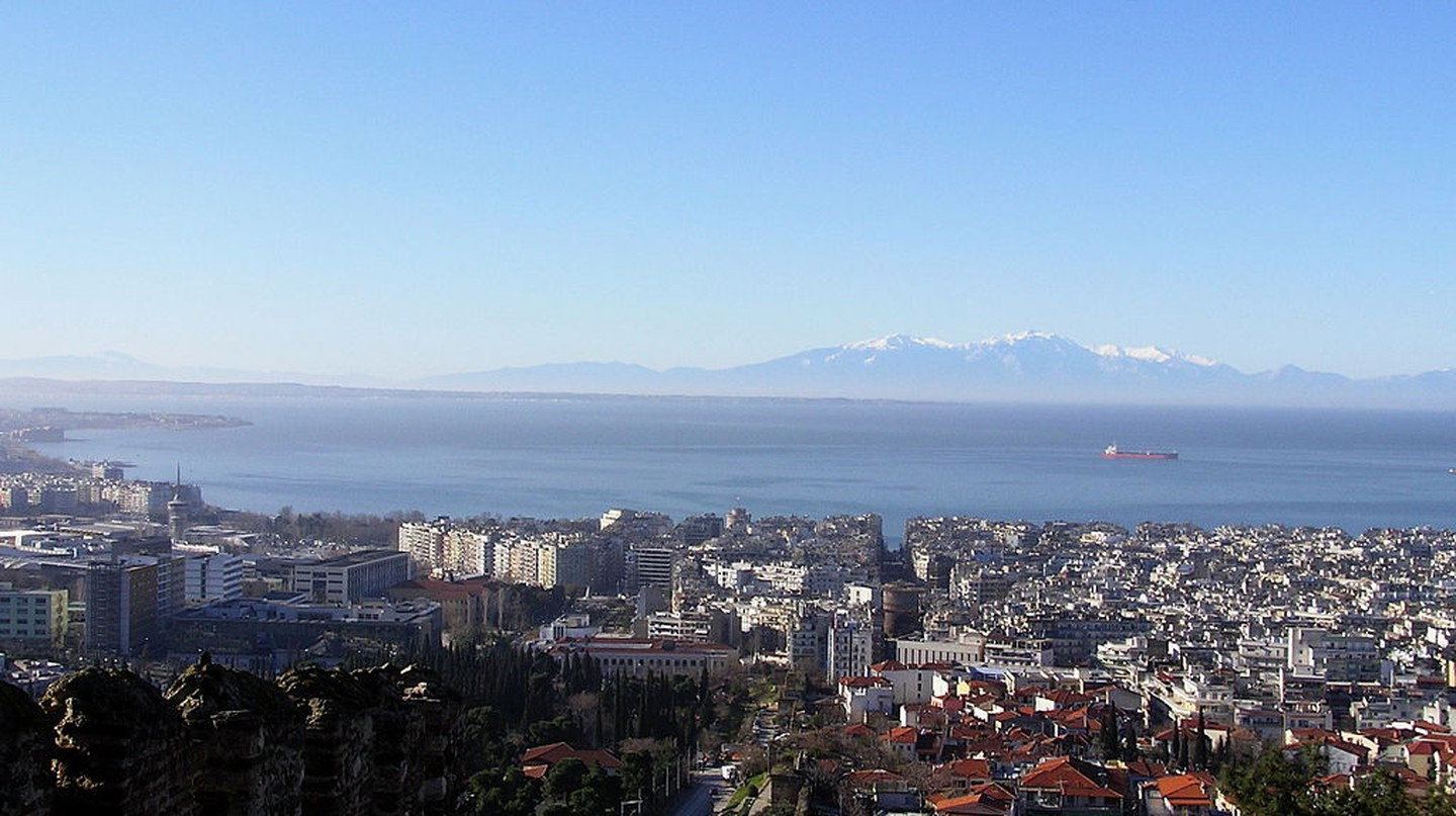 View of Thessaloniki and the Thermaic Gulf from Ano Poli in Greece | JFKennedy / Wikimedia Commons