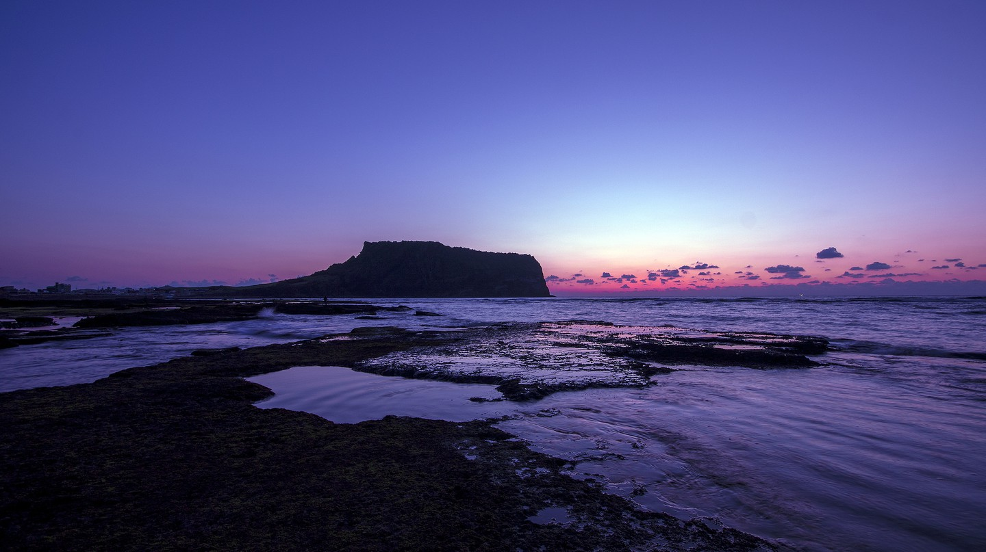 Seongsan Ilchulbong at sunset | © Seongbeom Kim / Flickr