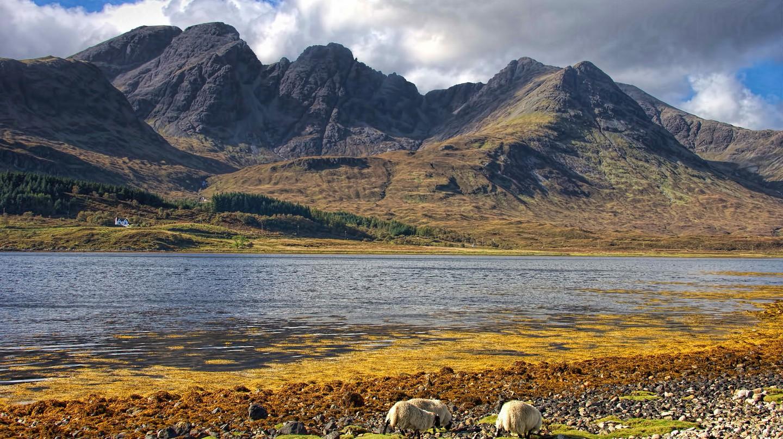 Loch Slapin, Skye | © Oliver Clarke/Flickr