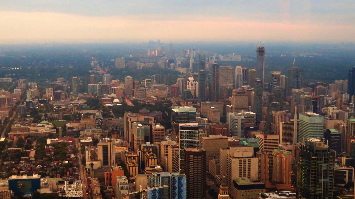 Looking north from Toronto's CN Tower  | © Ken Lund / Flickr