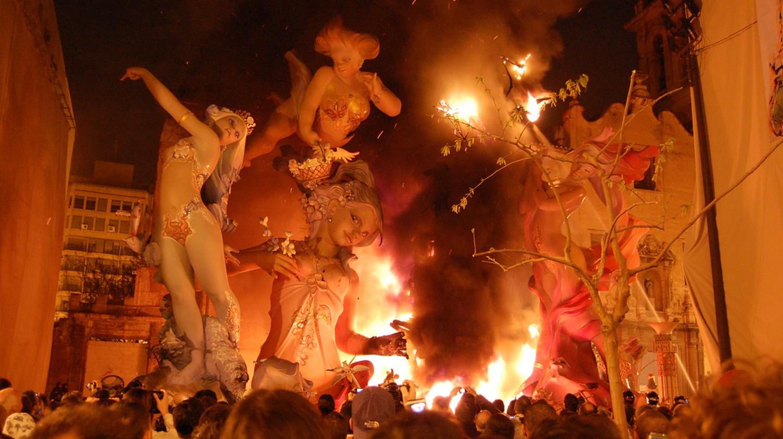 The burning at the end of Las Fallas in Valencia | © Joe Calhoun / Flickr