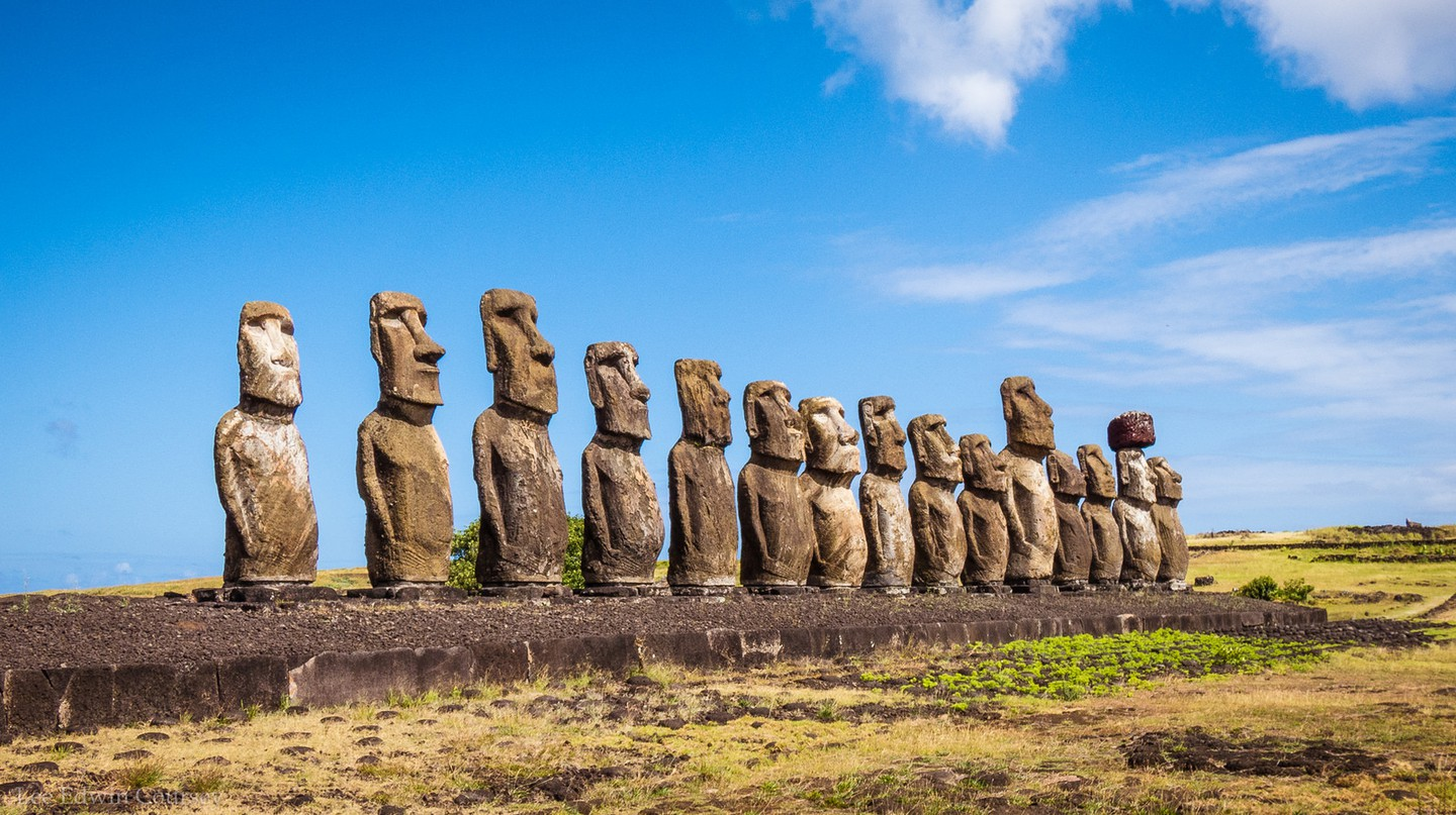 The 15 Moai of Easter Island | © Lee Coursey / Flickr