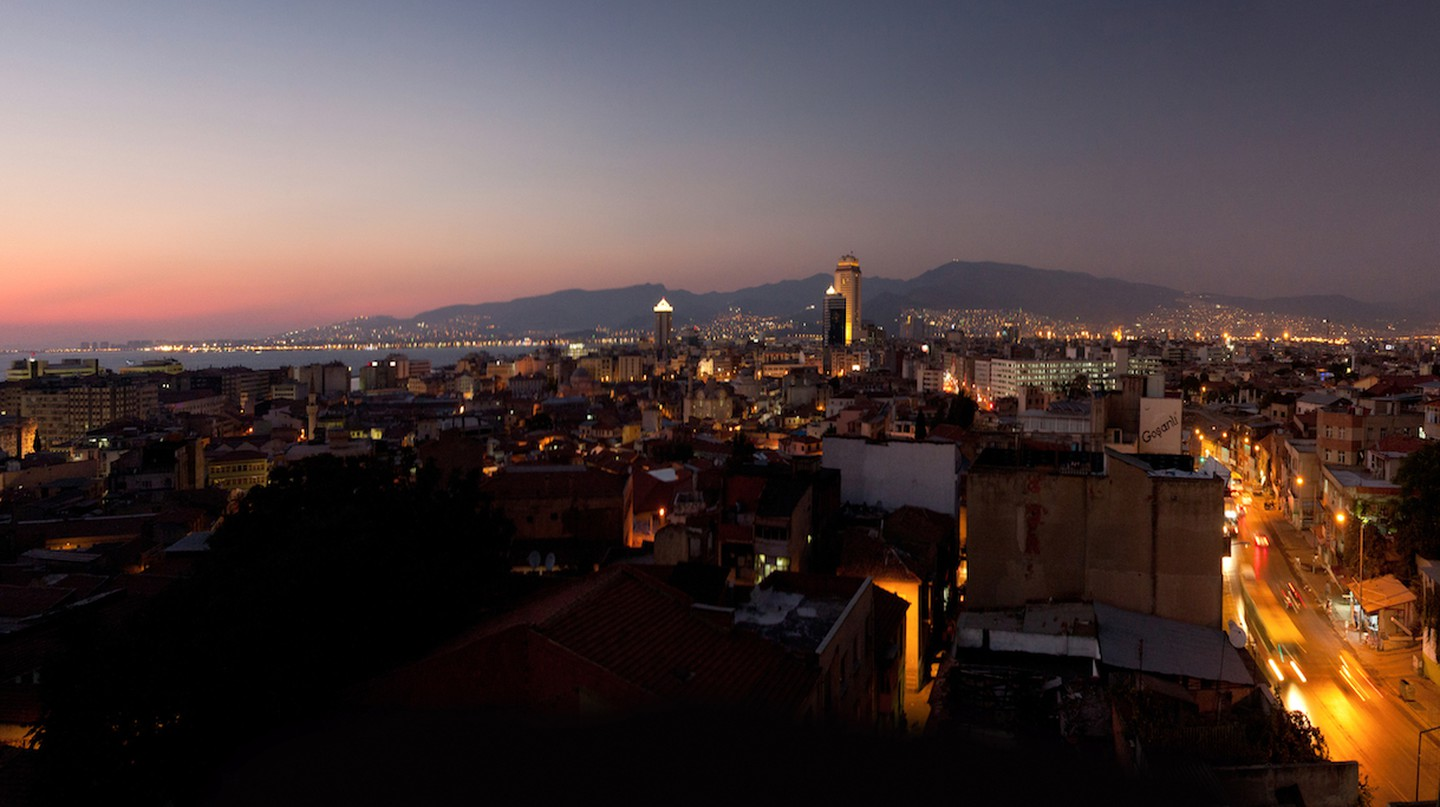 Izmir City Night | © Marcel Oosterwijk / Flickr