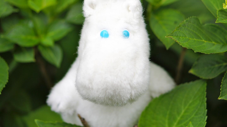 A Moomin toy in a shrub/ Yukiko Matsuoka/ Flickr