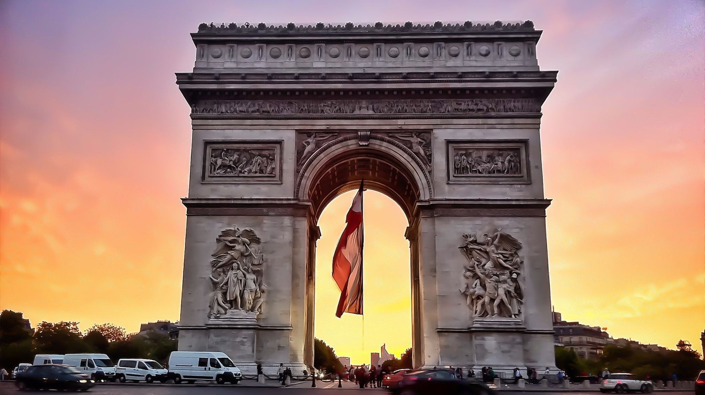 Arc de Triomphe, July 14th, 2011 │© bNjphoto / Wikimedia Commons