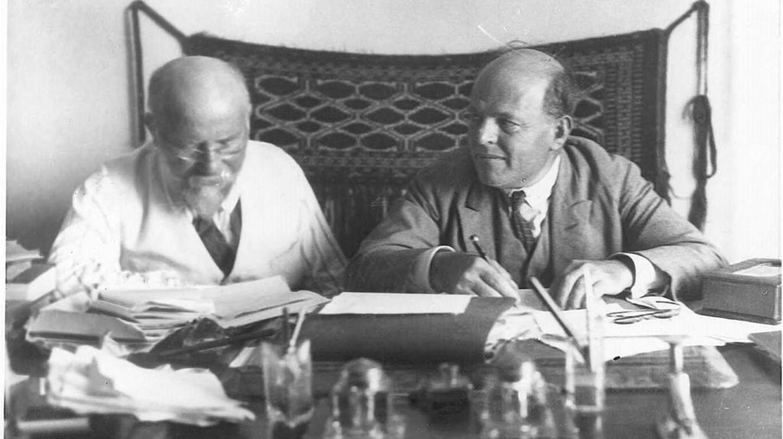 "<a href=""https://commons.wikimedia.org/wiki/File:Bialik_%26_Ravnitzki.jpeg"" target=""_blank"">Chaim Bialik (right) with Joshua Ravnitzki (left) | Zvi Oron-Orushkes / Wikimedia Commons</a>"