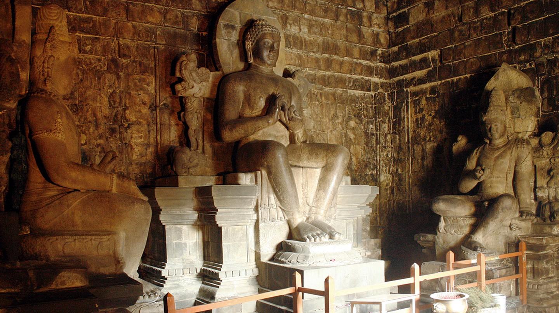 "<a href=""https://commons.wikimedia.org/wiki/File:Buddha_Mendut.jpg"">The statues of Buddha in the Mendut Temple, Java, Indonesia | © Gunawan Kartapranata / Wikimedia Commons</a>"