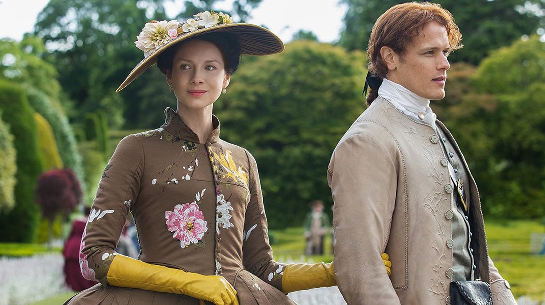 Caitriona Balfe and Sam Heughan in Outlander Season 2 | © Starz/Amazon