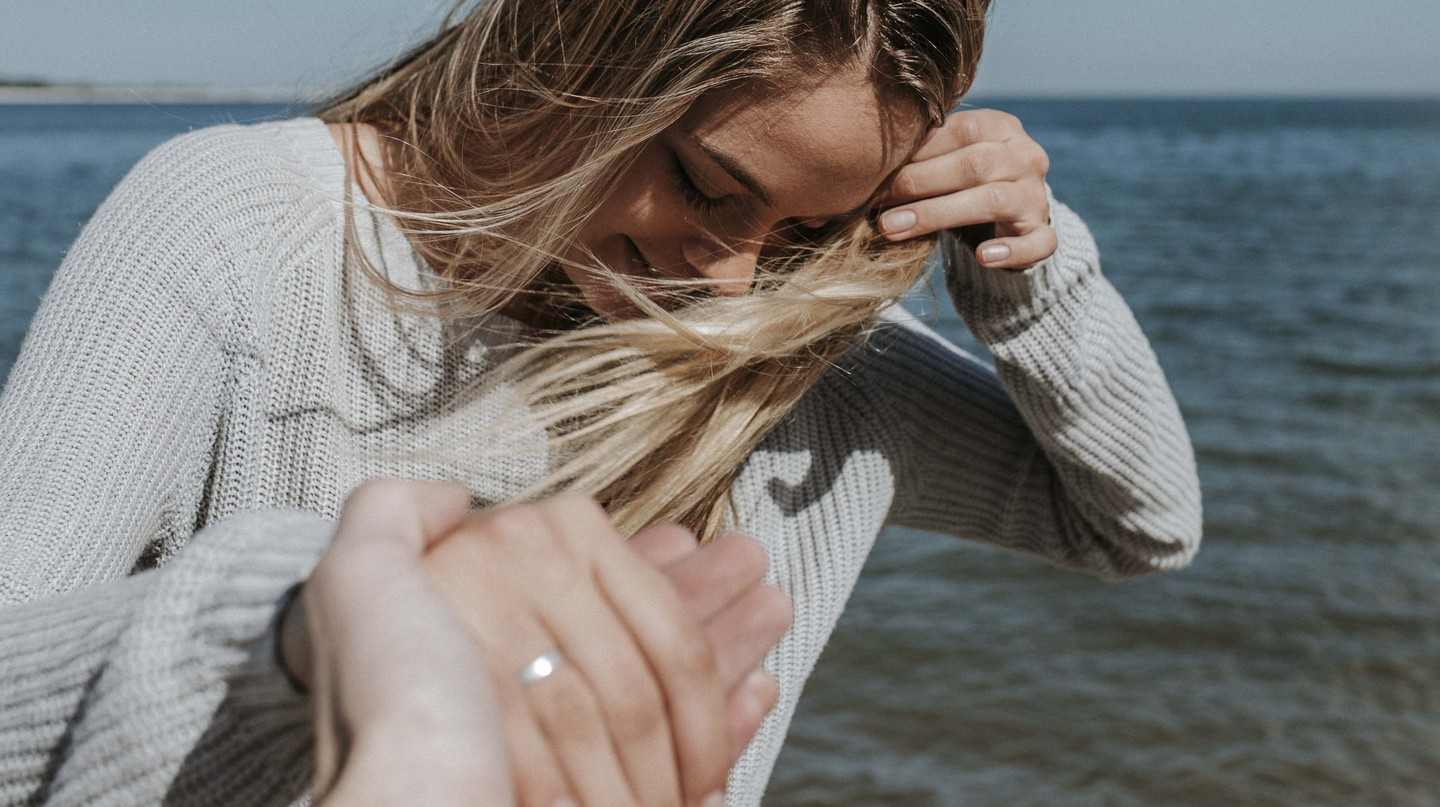 Leading by the hand photos are a popular trope among Instagrammers   © Pexels