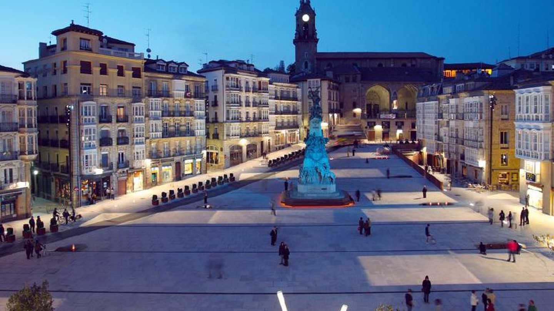Plaza Virgen Blanca, Vitoria Gasteiz | © Mikelcg / Wikimedia Commons