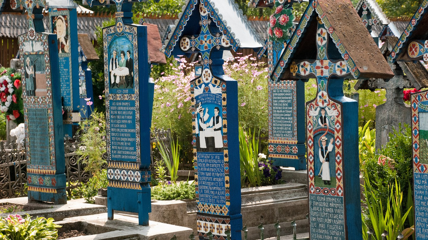 The Merry Cemetery | ©Remus Pereni / Flickr