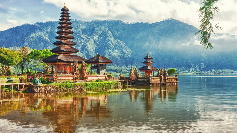 Pura Ulun Danu temple on a Lake Beratan, Bali | © Khoroshunova Olga / Shutterstock
