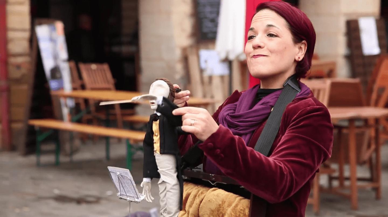 Still from Festival Mondial des Théâtres de Marionnettes 2015 review video │ Festival Mondial des Théâtres de Marionnettes / Vimeo