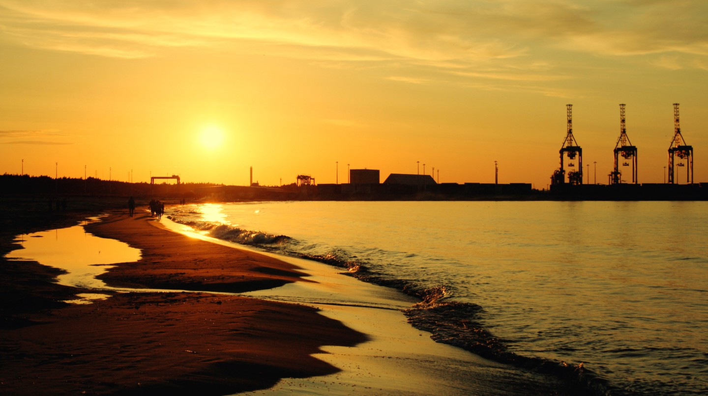 Sunset on the Stogi Beach at Baltic Sea. Gdansk, Poland | © ysuel/Shutterstock