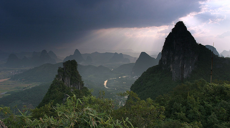Yangshuo Moon Hill   © Globaljuggler/Wikimedia Commons