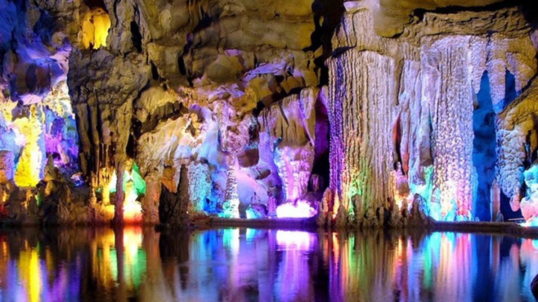 Reed Flute Cave China |© Adrian Curt Dannemann/Flickr
