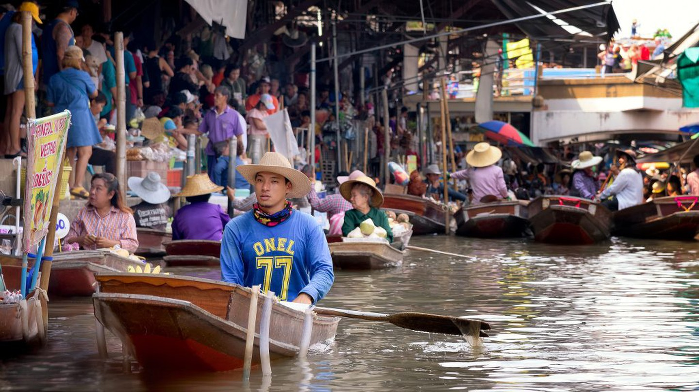 Floating Vendors  | © Courtesy of Joe deSousa/Flickr